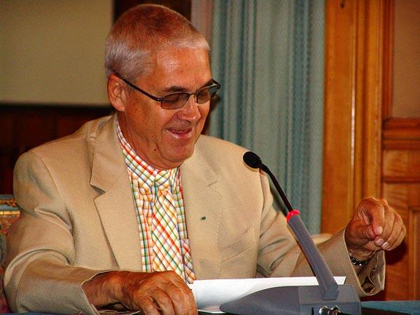 Montreux Jazz Festival 2006: signature d'un accord de partenariat entre le MJF et la ville de Marrakech pour l'organisation d'un Montreux Jazz Festival in Marrakech dont la première édition aura lieu en novembre 2006, dimanche 9 juillet, Montreux Palace. Délégation marocaine: Kamal Bensouda (Directeur général d'Atlas Hospitality), Abdelali Doumou (Président de la Région de Marrakech), Omar Jazouli (Maire de Marrakech), Abdellatif Kabbaj (Président du Conseil Régional du Tourisme), Abbès Azzouzi (Directeur général de l'Office National Marocain du Tourisme), Ali Chaoui (1er Vice-Président du Conseil Régional du Tourisme). Montreux Jazz Festival Foundation: Claude Nobs (Fondateur et Directeur), Me François Carrard (Président du Conseil de Fondation), Pierre Landolt (Vice-Président du Conseil de Fondation), Mathieu Jaton (Secrétaire Général). Invités: Laurent Wehrli (Municipal Economie, Culture et Tourisme, Commune de Montreux), Quincy Jones (producteur).