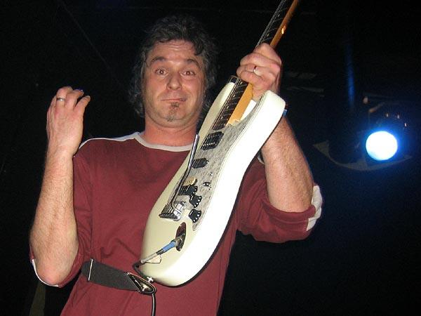 Ned Music Club 2008: Resist & Survive! Au lendemain du jour où il devait être expulsé de ses locaux, le Ned montre qu'il n'entend pas quitter les lieux si facilement en ouvrant pour une soirée gratuite avec Last Cockroach et GDM (ex-Happy Fools), deux groupes amis décidés à soutenir le club... Merci les gars, ce fut une soirée rock d'enfer!