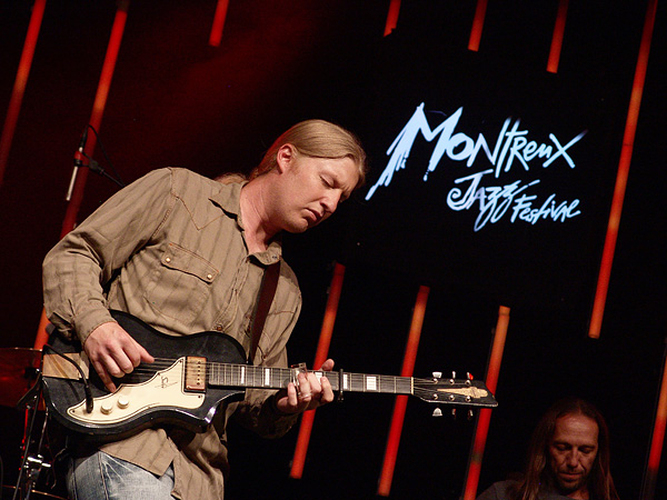 Montreux Jazz Festival 2009: Derek Trucks Band, July 9, Auditorium Stravinski. Derek Trucks gt, Todd Smallie bs, Yonrico Scott dms, Count M'Butu perc, Kofi Burbridge kbs, Mike Mattison voc.