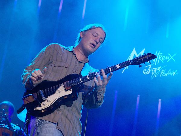 Montreux Jazz Festival 2009: Derek Trucks Band, July 9, Auditorium Stravinski. Derek Trucks gt, Todd Smallie bs, Yonrico Scott dms, Count M'Butu perc, Kofi Burbridge kbs, Mike Mattison voc.