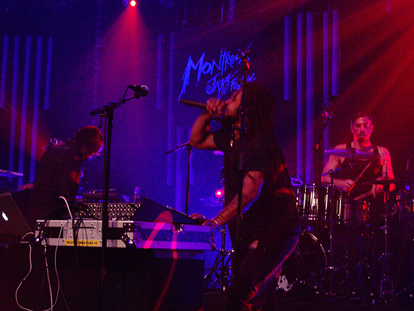 Montreux Jazz Festival 2009, Tribute to Chris Blackwell: Bill Laswell's Method of Defiance, July 12, Miles Davis Hall. Bill Laswell bass, Bernie Worrell keyboards, Dr Israel vocals, Hawk vocals, Toshinori Kondo trumpet, Guy Licata drums, DJ Krush turntables.