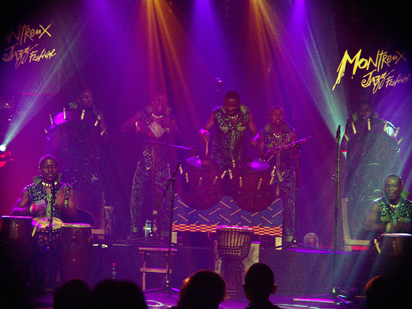 Montreux Jazz Festival 2009, Island's 50th Anniversary: Ayekoo Drummers of Ghana, July 13, Miles Davis Hall. Bad light, bad photos, sorry! Have a look at <a href=http://www.fusions.ch/sightseeing/2008/07/mjf/xxmjf08ayekoo.html target=_self>AYEKOO SLIDESHOW 2008</a>, shot during their first surprise performance at Montreux Jazz Festival.