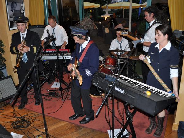 Fleuve Congo, Fête de la Musique 2010, Royal Plaza Montreux, lundi 21 juin 2010. Soirée surréaliste: du ska festif dans un luxueux 5 étoiles montreusien. Très maigre public, mais très motivé, avec des musiciens déchaînés!