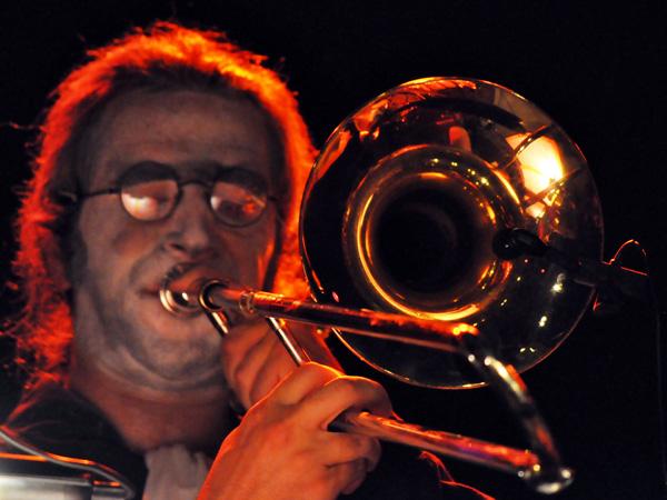 Montreux Jazz Festival 2010: Mac Abbé et le Zombi Orchestra (chanson française, St-Etienne), July 16, Music in the Park (Parc Vernex).