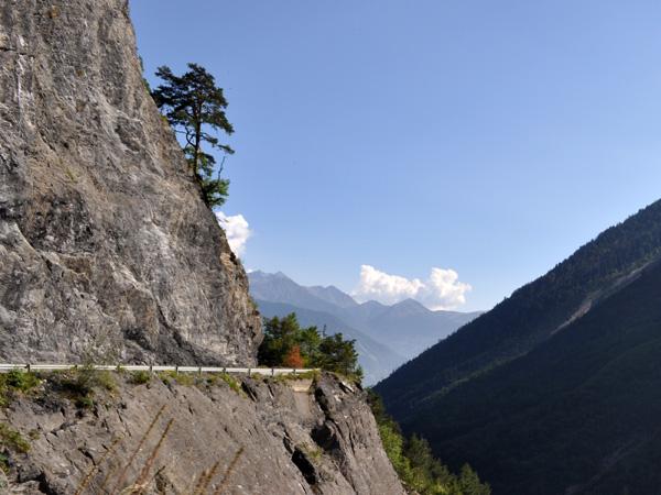 Sur la route du site naturel protégé de Derborence, au Valais, août 2010.