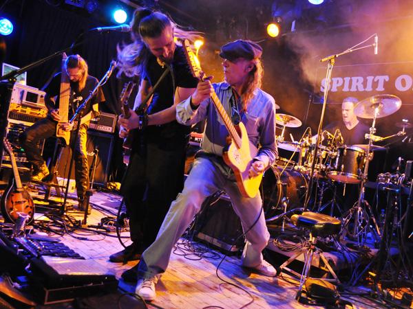 Prog'Résiste Convention, Spirit of 66, Verviers (Belgium), Sunday, October 10, 2010. Francis Décamps (Ange, Gens de la Lune) rejoint Lazuli pour «Cap'taine Coeur de Miel»...