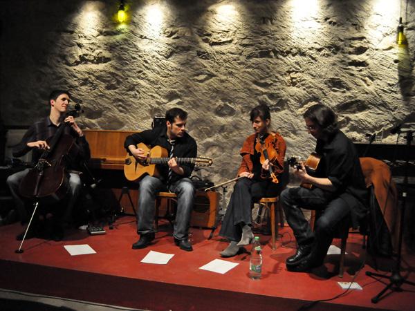 Gadjo Inc., swing manouche au Caveau du Coeur d'Or, Chexbres, vendredi 18 mars 2011.