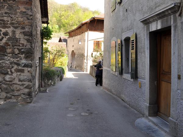 Balade dans le village vigneron d'Ollon, dans le Chablais, 10 avril 2011.