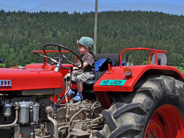 Tracto-Mania La Brévine, 25 juin 2011: une manifestation foldingue organisée par l'Amicale des Vieilles Machines Agricoles du Haut du Canton de Neuchâtel.
