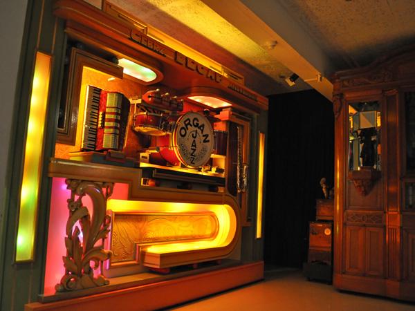 Au pays des musiques mécaniques: automates, boîtes à musique et orchestrions. Musée Baud, L'Auberson, Jura vaudois, 25 juin 2011.