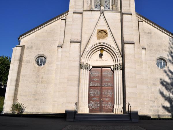 Saint-Imier, au fond du vallon du même nom, Jura bernois, automne 2011.