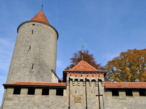 Balade sur les remparts et dans la ville médiévale de Romont, octobre 2011.