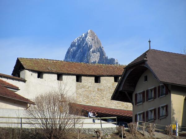Aspects de la cité médiévale de Gruyères, mars 2012.
