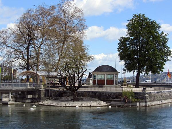Genève, à l'extrémité ouest du lac Léman, avril 2012.
