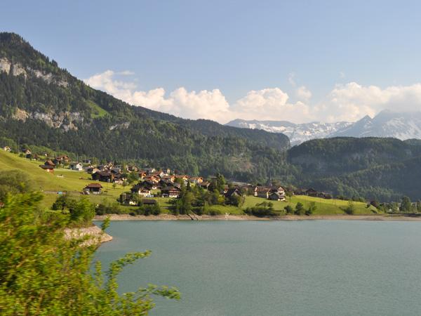 A la découverte de Sarnen et du canton d'Obwald, mai 2012. Paysage du lac de Lungern.