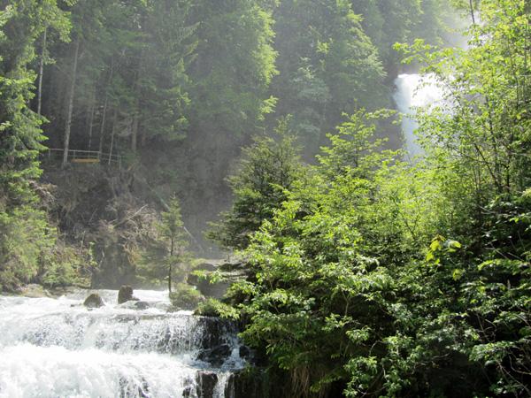 Promenade aux cascades de Giessbach, près de Brienz (Oberland bernois), mai 2012.