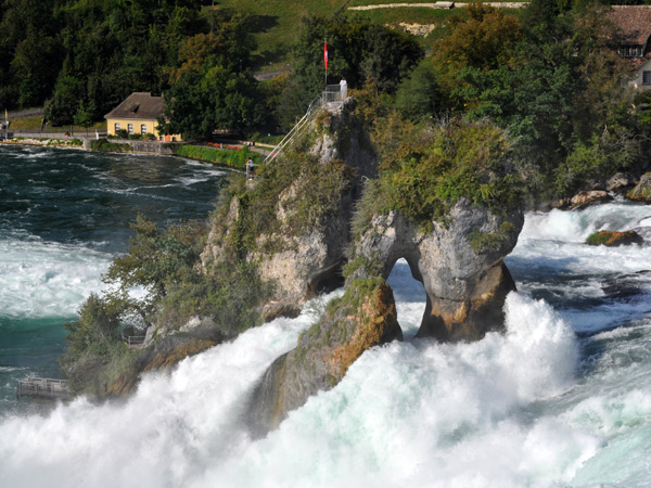 Rheinfall, Northern Switzerland, September 2012. Chutes du Rhin, septembre 2012.