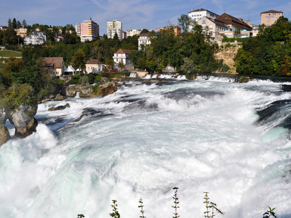 Rheinfall, Northern Switzerland, September 2012. Chutes du Rhin, septembre 2012.