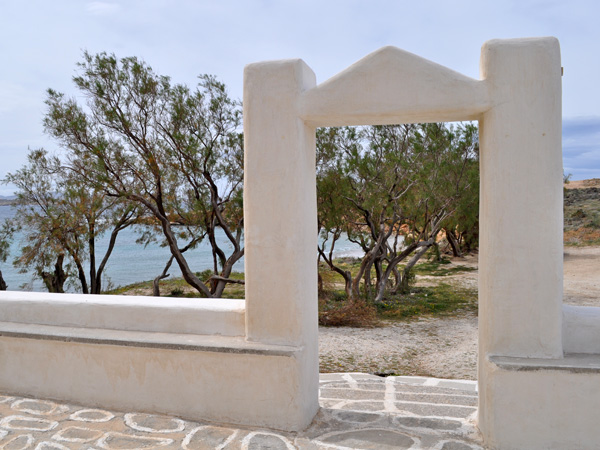 Paros, Cyclades, avril 2013. Eglise Aghios Fokas, tout au bout de la baie de Krios, face à Parikia.