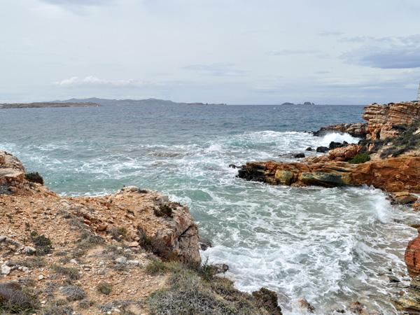 Paros, Cyclades, avril 2013. Au cap Aghios Fokas, tout au bout de la baie de Krios, face à Parikia.