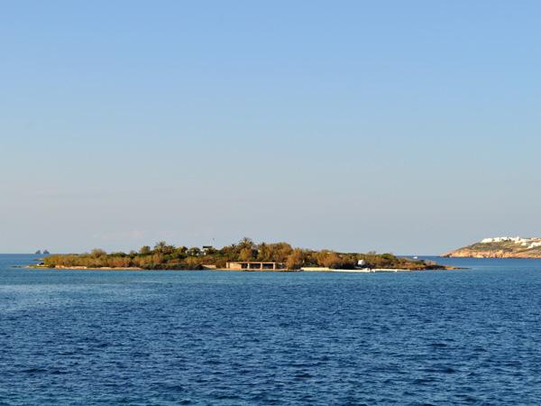 Un îlot au nord d'Antiparos, Cyclades, avril 2013.