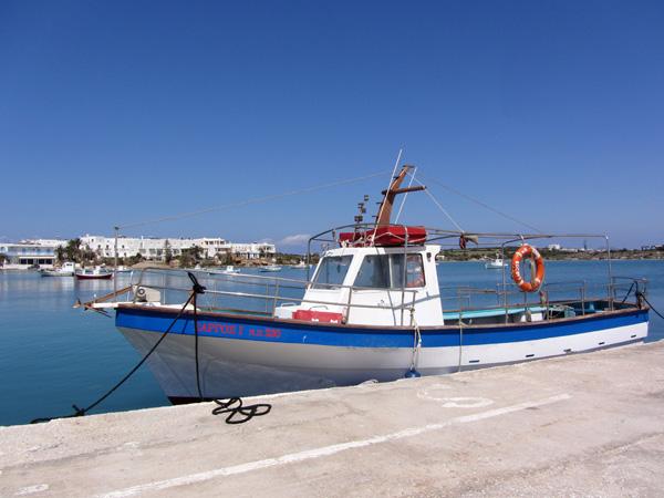 Port d'Antiparos, l'île soeur de Paros, avril 2013.