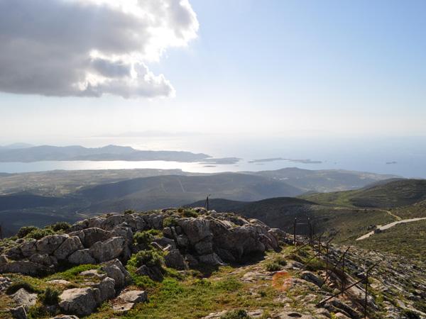 Paysage de Paros depuis le mont Aghii Pantes, point culminant de Paros (771m), avril 2013.