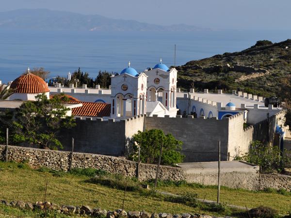 Le monastère d'Aghii Theodori, sur la route non asphaltée menant au mont Aghii Pantes depuis le sud de Paros, avril 2013.