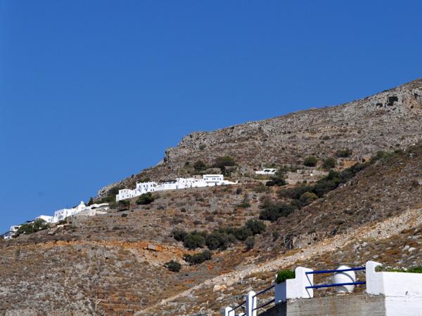 Eghiali, au nord-ouest d'Amorgos, est le deuxième port de l'île et sans doute le village le plus touristique avec, à proximité, de jolies plages et de petits villages perchés tels les deux Potamos, Lagadha et Tholaria.