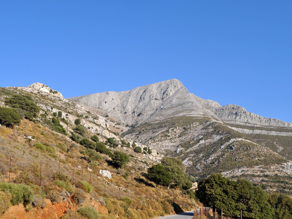 Naxos, août 2013. Vue sur le mont Zas, point culminant des Cyclades (1001 m).