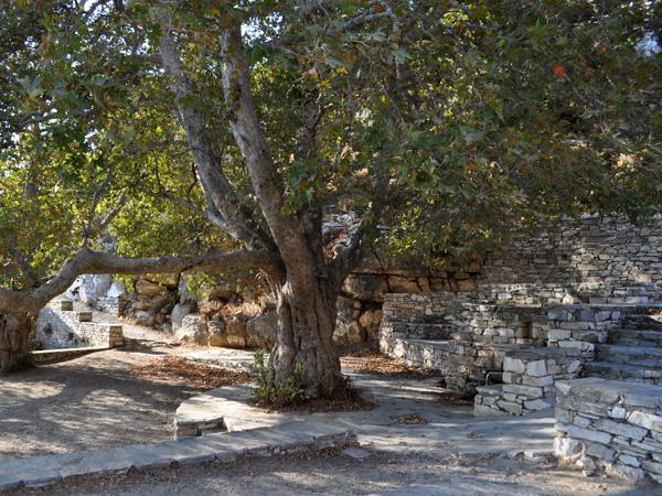 Naxos, août 2013. Source au pied du mont Zas, point culminant des Cyclades (1001 m).