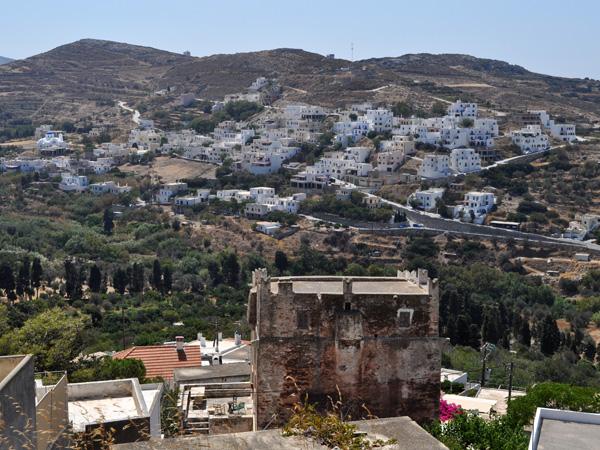 Naxos, août 2013. Kourounohori, tour Della Rocca (sur la route Chora-Kinidharos, à proximité du site archéologique de Melanes/Flerio).