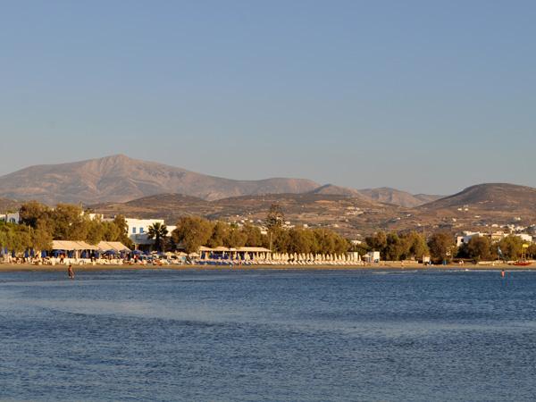 Chora, Naxos, septembre 2013. Vue sur les plages de la baie d'Aghios Georgios, juste au sud de la ville.