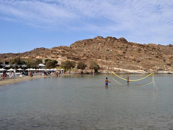 Plage de Monastiri (péninsule de Dhetis), face à Naoussa. Paros, septembre 2013.