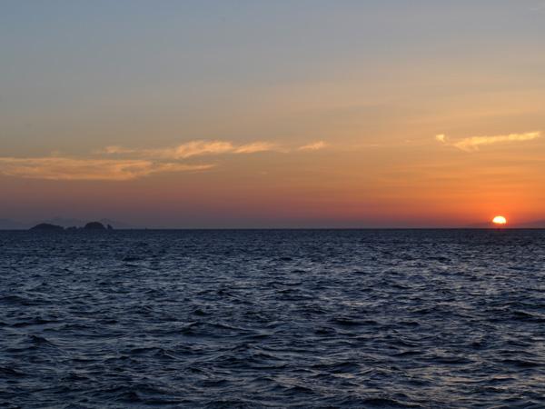 Coucher du soleil à Parikia, Paros, septembre 2013.