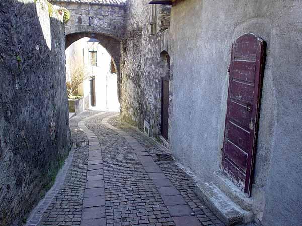 Dans les ruelles de St-Saphorin, en Lavaux.