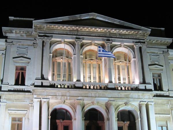 L'impressionnante Place Miaoulis à Ermoupoli, sur l'île de Syros, plaque tournante et capitale administrative des Cyclades, 2012.