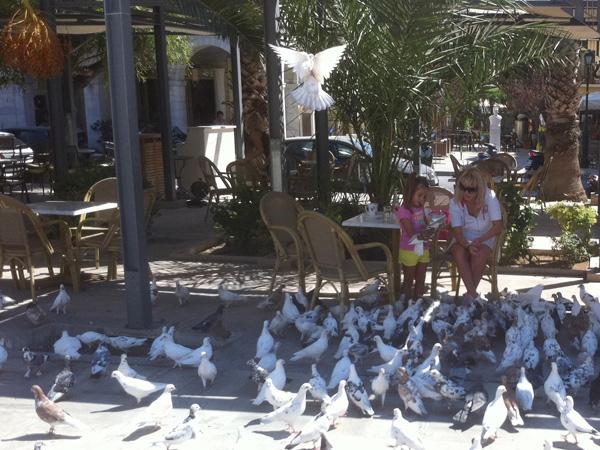 Place Miaoulis, Ermoupoli. Aspects de Syros, l'île plaque tournante et capitale administrative des Cyclades, 2010.