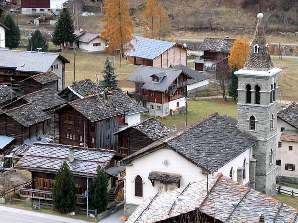 Les Haudères, un village du Val d'Hérens (Valais).